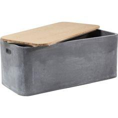 Ένα πρακτικό μπαούλο αποθήκευσης σε βιομηχανικό στυλ, που μπορεί να χρησιμοποιηθεί και ως τραπεζάκι μέσης ή παγκάκι καθίσματος. Υλικό : Fiber-clay, ξύλο βελανιδιάς Βάρος: 43 kg