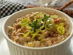 Maso, hořčici a brambory rozmixujeme ponorným mixérem do hladké pomazánky. Cibuli a kapii nakrájíme na drobno. Požadovanou hustotu upravíme... Japchae, Grains, Food And Drink, Appetizers, Rice, Treats, Chicken, Cooking, Ethnic Recipes