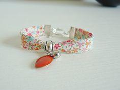 Bracelet Liberty of London Eve, fleurs rose et turquoise : Bracelet par les-bijoux-de-poe