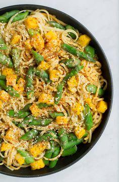 Nudelpfanne mit Pastinaken und Spargel Food Porn, Vegan Pasta, Paella, Vegan Recipes, Cooking, Ethnic Recipes, Vegan Food, Vegane Rezepte, Parsnip Recipes