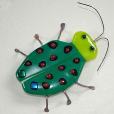 Fused Glass Bug Green with Red Dots by adamsonglass Fused Glass, Stained Glass, Glass Fusion Ideas, Glass Fusing Projects, Glass Garden Art, Glass Artwork, Glass Animals, Glass Birds, Red Dots