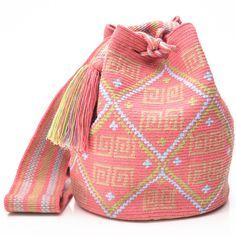 Hermosa Collection Wayuu Bags Handmade by One Thread at a time. Una Hebra Wayuu Mochila Bags of the Finest Quality. Tapestry Bag, Tapestry Crochet, Crochet Handbags, Crochet Purses, Crochet Bags, Diy Crochet, Crochet Crafts, Crochet Stitches, Crochet Patterns