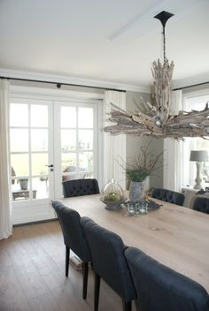 Een huis vol positieve energie White Interior Design, Interior Design Inspiration, Home Decor Inspiration, Light Wooden Floor, Dining Corner, Home And Living, Living Room, Dining Table Chairs, House Windows