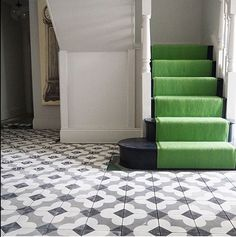 Ideas Stairs Carpet Runner Green For 2019 Entry Tile, Tiled Hallway, Wooden Staircases, Wooden Stairs, Stair Photo Walls, Bert And May Tiles, Patio Stairs, Home Stairs Design, Hall Flooring