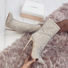 05dbc301357 Image about fashion in chic by Jazz on We Heart It. Zapatos Hermosos