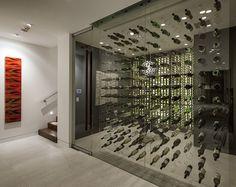 Hai sentito il richiamo del vino. Vuoi divertirti coccolando la tua collezione di bottiglie e scegliere la bottiglia adeguata per ogni occasione. Ma, come fare per avere una piccola cantina in casa?