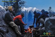 guides and guests hanging out at the top of Shilt hut Himalayan, World Heritage Sites, Hanging Out, Trekking, Mount Everest, National Parks, Mountains, Nature, Top