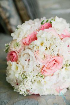 Bridal bouquet design by Crest Florist  Photography by Milton Gil Photographers