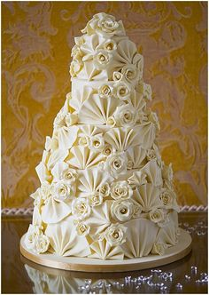 Pasteles de boda espectaculares llenos de detalles florales