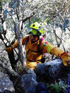 Casco EOM Amarillo Brillante brindando protección a los Profesionales de Protección Civil Santiago, N.L.  #SoyEMS EMS Mexico | Equipando a los Profesionales