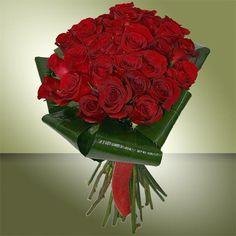 Una imagen vale más que todas las palabras. Sencillamente Maravilloso, ideal para regalar    30 rosas rojas junto a la original Aspidistra.    https://www.maximaflores.com/bouquet-especial-solo-para-p-31.html