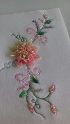 Embroidery Bags, Silk Ribbon Embroidery, Embroidery Stitches, Embroidery Patterns, Bead Crafts, Diy And Crafts, Brazilian Embroidery, Ribbon Art, July Crafts