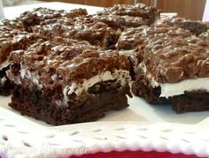 Brownie Goody Bars :: Easy and great for picnics, parties, potlucks, etc. Recipe on HoosierHomemade.com #Recipe #Baking