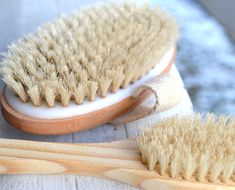 Dry brushing removes the top layer of dead skin, opening the pores for a more effective elimination of toxins from the body, helps reduce cellulite and always dry brush before self tanning too. Dry Body Brushing, Beauty Tutorials, Body Treatments, Alternative Health, Health And Wellbeing, Anti Aging Skin Care, Natural Health, Natural Cures, Health