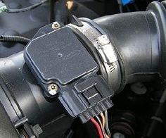ДМРВ - это датчик, контролирующий массовый расход воздуха, которым измеряется воздушный поток. Неисправность ДМРВ - симптомы и признаки в нашем материале.