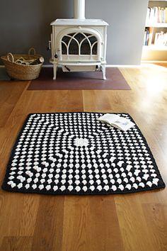 catifa de 'trapillo / alfombra de trapillo / 'trapillo' carpet Crochet Carpet, Crochet Fabric, Fabric Yarn, Crochet Home, Love Crochet, Beautiful Crochet, Crochet Yarn, Craft Patterns, Crochet Patterns