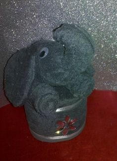 petras-geschenkwelt - Grauer Handtuch Elefant Petra, Dinosaur Stuffed Animal, Toys, Animals, Madness, Towel, Gifts For Birthday, Elephants, Packaging