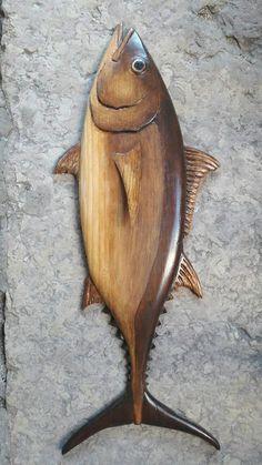 Atum, madeira de pinho.