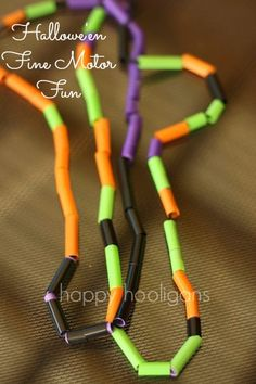 Hallowe'en necklaces - happy hooligans - fine motor craft/activity Colourful Halloween necklaces for toddlers to make out of coloured straws and yarn. A great fine motor activity for little hands. Preschool Halloween Party, Halloween Crafts For Toddlers, Theme Halloween, Vintage Halloween, Kids Crafts, Halloween Activities For Preschoolers, Halloween Crafts For Kindergarten, Halloween Treats, Toddler Halloween Games