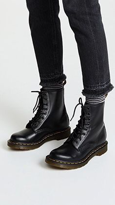 want Dr.Martens Boots Appears to be like- # herren │Dr.Martens Boots Appears to be like- # herren A Dr. Martens, Doc Martens Stil, Red Doc Martens, Dr Martens 1460, Doc Martens Boots, Dr Martens Style, Dr Martens Outfit, Botas Outfit, Doc Martens Chelsea Boot