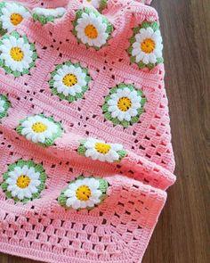 Çok Muhteşem Bebek Battaniye Örgü Modelleri Crochet Daisy, Manta Crochet, Crochet Bebe, Crochet Granny, Crochet Motif, Crochet Designs, Crochet Flowers, Knit Crochet, Crochet Borders