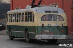 Pullman Standard (Serie Nº 814 en la Aduana - Julio 2012 Amazing Cars, Trucks, Vehicles, Vans, Travel, Windows, Classic Cars, Pictures To Paint, Santiago
