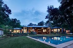 Fisher Road Residence by Domiteaux + Baggett Architects