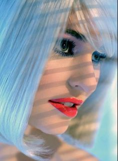 """JUICY LIPS. El truco para lograr unos labios tentadores es exfoliarlos antes de maquillarlos. El toque """"jugoso"""" se lo da un gloss traslúcido que se aplica al final."""