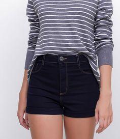 Calça feminina  Cintura alta  Marca: Blue Steel  Tecido: jeans  Composição: 71% algodão, 26% poliéster e 2% elastano  Modelo veste tamanho: 36     COLEÇÃO VERÃO 2017     Veja outras opções de    calças femininas   . Short Outfits, Trendy Outfits, Summer Outfits, Cute Outfits, Cute Shorts, Casual Shorts, Shorts Vintage, Short Jeans Feminina, Vestidos Chiffon
