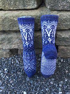 Ravelry: Vinterdrøm sokker pattern by Gro Andersen Knitting Paterns, Crotchet Patterns, Knitting Socks, Hand Knitting, Knitted Slippers, Wool Socks, Knit Shoes, Colorful Socks, Double Knitting