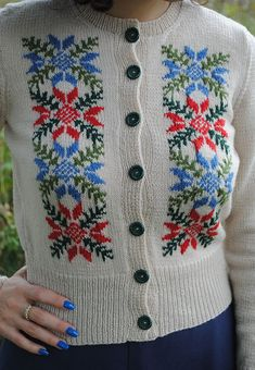 Close up of Hedy Tyrolean cardigan | By Gum, By Golly #vintage #knitting #intarsia