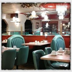Love stumbling into diners like this one on the Mississippi in Clinton #Iowa.