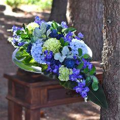 Cemetery Flowers, Funeral Flowers, Floral Arrangements, Floral Design, Gardening, Plants, Modern Floral Arrangements, Flower Arrangements, Floral Patterns