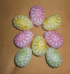 Handmade by Verpa: Háčkovaná vajíčka / Crochet eggs Thread Crochet, Crochet Crafts, Crochet Projects, Crochet Egg Cozy, Free Crochet, Christmas Crochet Patterns, Crochet Blanket Patterns, Crochet Stone, Egg Designs
