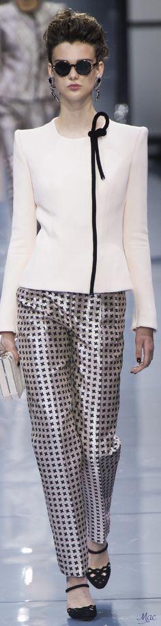 Fall 2016 Haute Couture - Giorgio Armani Privé                                                                                                                                                     More