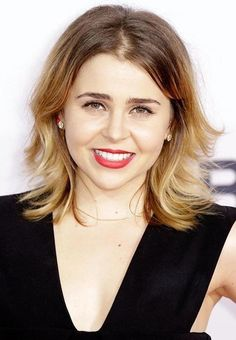 mae whitman | Mae Whitman Hairstyle Short Medium Long Wavy Curly Straight