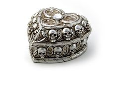 This skull trinket box makes a great gift! Find it on #RebelsMarket #giftidea
