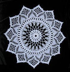 A really pretty crocheted doily... Free pattern!!