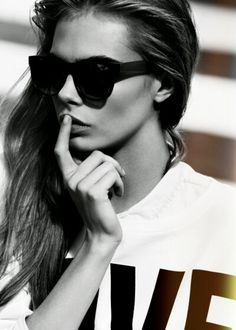 lunettes in black and white...
