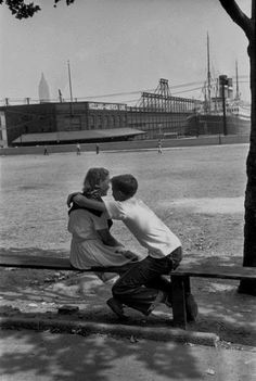 Facing Manhattan, 1947 - Photo by Henri Cartier-Bresson | The NewYorkologist