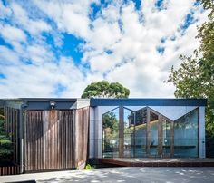Rear facade as seen from the pool featuring chamfered windows looking into the kids study nook | Chamfer House by Mihaly Slocombe (2015) | Frankston South, Victoria, Australia | photo: Andrew Latreille