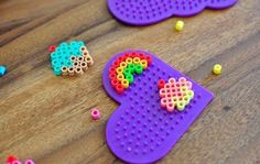 Perler Beads Cupcake Card These perler beads aren't just for kids. Learn how to melt perler beads and get your kids involved in thank you card making/writing Perler Bead Designs, Easy Perler Bead Patterns, Hama Beads Design, Diy Perler Beads, Perler Bead Art, Pearler Beads, Fuse Beads, Pearl Beads Pattern, Art Perle