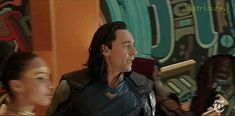 LOL, poor Loki just wants to get as far away from Hulk as possible!