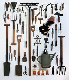 Cuáles son las herramientas más comunes para el cuidado de un jardín II: Rastrillos y Tijeras de podar herramientas jardineria  foto desde http://www.flordeplanta.com.ar