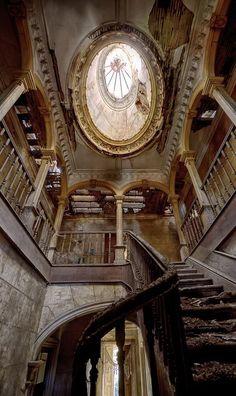 """Desolation of a wonderful place, Casa Do Professor in Oliveira de Azeméis / Portugal (by Fabio Martins)."""