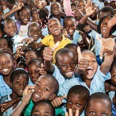 Para cada criança, um sorriso. UNICEF, 70 anos.