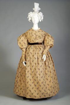 Printed cotton day dress, American, 1830s, KSUM 1983.1.45.