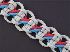 Cullasaja River Bar I love paracord and I would LOVE to make this! Paracord Keychain, 550 Paracord, Paracord Bracelets, Paracord Weaves, Survival Bracelets, Decorative Knots, Paracord Tutorial, Rope Crafts, Parachute Cord