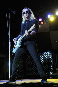 Photo by Jeff Daly (Taken from article on 1-28-14)  http://www.huffingtonpost.com/christian-josi/robin-zander-rules-and-i-_b_4683597.html