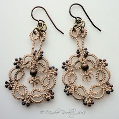 Yarnplayer's Tatting Blog: Kinetic Tatted Earrings